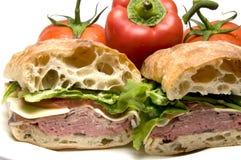 Van het rundvleesboursin van het braadstuk van de kaasciabatta het broodsandwich royalty-vrije stock afbeelding