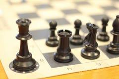 Van het schaakspel stategy concurrentievoordeel als achtergrond Schaak en partner stock foto's
