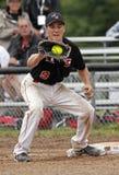 Van het softballmensen van Fastpitch de vangstbal Stock Foto's