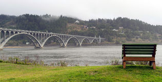 Van het Strandoregon van Rogue River Bridge Curry County de Gouden Waterkant Ben Stock Foto