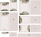 Van het strandzeeschelp en zeewier thema in roze de uitnodigingsreeks 1 van het zandhuwelijk Royalty-vrije Stock Afbeeldingen