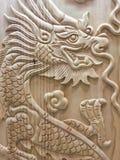 Van het tekensymbolen van het draak houten snijdende houten Chinese jaar nieuwe de godsdienstbevoegdheden leider Stock Fotografie
