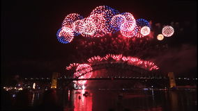 Van het Vooravondnieuwjaren vuurwerk op Sydney Harbour Bridge bij 60fps-2 stock footage