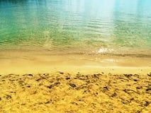 Van het het zandstrand van de watertextuur de achtergrond van de de zomervakantie royalty-vrije stock foto