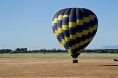Van hete luchtballon boven de vallei Royalty-vrije Stock Afbeeldingen