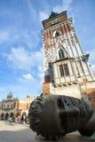 Van Igor Mitoraj het beeldhouwwerk Eros Bendato (Eros Tied) 1999 op hoofdvierkant van de stad Stock Afbeeldingen