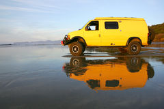 Van jaune photo libre de droits