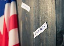 4 van Juli, de de Onafhankelijkheidsdag van de V.S., te adverteren plaats, houten achtergrond, Amerikaanse vlag Stock Foto