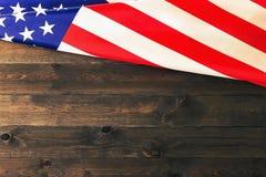 4 van Juli, de de Onafhankelijkheidsdag van de V.S., te adverteren plaats, houten achtergrond, Amerikaanse vlag Royalty-vrije Stock Fotografie