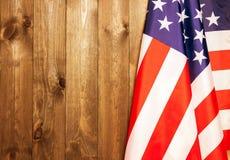 4 van Juli, de de Onafhankelijkheidsdag van de V.S., te adverteren plaats, houten achtergrond, Amerikaanse vlag Royalty-vrije Stock Afbeeldingen