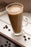 Van koffiemok en cofee bonen Stock Afbeelding