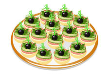 Van komkommersandwiches met worst en olijven op een plaat Stock Fotografie