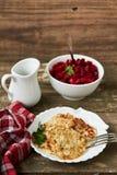 Van koolpannekoeken en bieten salade horizontaal Royalty-vrije Stock Foto's