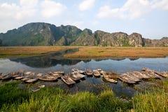 Van Long naturlig reserv i Ninh Binh, Vietnam Royaltyfria Bilder