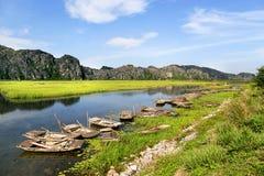 Van Long naturlig reserv i Ninh Binh, Vietnam royaltyfri fotografi