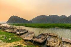Van Long träsk i NinhBinh, Vietnam Royaltyfri Foto