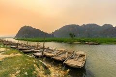 Van Long träsk i NinhBinh, Vietnam Royaltyfria Foton