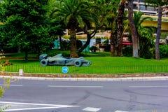 Van Monte Carlo het herdenkingsstandbeeld van de Prins het Paleis en Royalty-vrije Stock Foto's