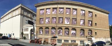 25 Van Nes Av, van Vrijmetselaars- Tempel aan stadsbureaus, het Noorden het onder ogen zien Royalty-vrije Stock Afbeelding