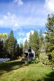 Van net uiterst klein huis in de bergen Royalty-vrije Stock Fotografie