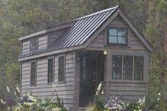 Van net uiterst klein huis in de bergen Royalty-vrije Stock Foto