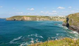 Van Noord- kustmawgan Porth Cornwall van Cornwall Engeland dichtbij Newquay-de zomerdag met blauwe hemel Stock Fotografie