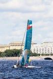 Van Oman Air (OMA) de catamaran op Extreem Varend Reeksakte 5 catamarans rent op 1th-1th-4 September 2016 in St. Petersburg Royalty-vrije Stock Foto