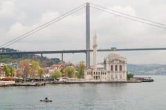 Van Ortakoymoskee en Bosporus brug, Istanboel, Turkije Royalty-vrije Stock Foto's