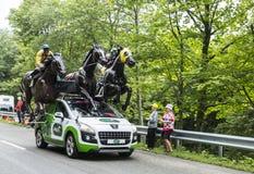 Van PMU (Le Pari Mutuel Urbain) het Voertuig in de Vogezen-Bergen - Ronde van Frankrijk 2014 Royalty-vrije Stock Afbeeldingen