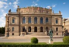 Van Rudolfinum (Dvorak) de Concertzaal in Praag Stock Fotografie