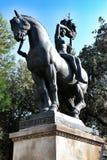 Van standbeeldpaard en vrouwen whith schip op vierkant Catalonië in Barcelona Spanje Stock Foto