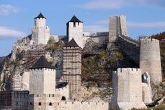 Van steenmuren en torens de vesting van Golubac royalty-vrije stock foto