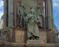 Van Swieten und andere, die das Thema 'Künste und Wissenschaft ', Kaiserin Maria Theresa Monument, Wien, Österreich darstellen stockbild