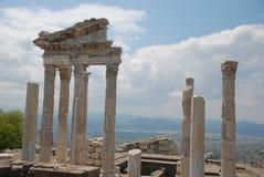 Van Traianus (Trajan) de tempel in pergoman akropolis Stock Foto's