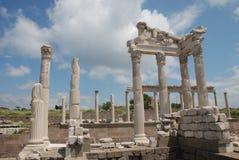 Van Traianus (Trajan) de tempel in pergoman akropolis Stock Afbeeldingen