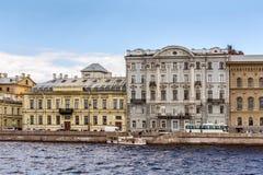 Van Trofimovherenhuis en Chertkov ` s Herenhuis en Voordelig Huis bij de Paleisdijk in St. Petersburg Royalty-vrije Stock Foto's