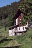 van typische berg brengt in bergvilla onder Royalty-vrije Stock Afbeeldingen