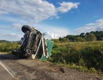Van- und LKW-Unfall auf wichtiger europäischer Straße Lizenzfreie Stockfotografie