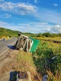 Van- und LKW-Unfall auf wichtiger europäischer Straße Lizenzfreies Stockfoto