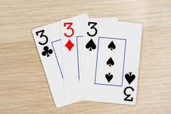 3 van vriendelijke threes 3 - casino het spelen pookkaarten stock fotografie