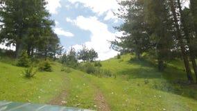 Van weg in de berg stock video