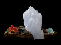 Vanadinite-, anhydrite- och Fluoritekristaller Arkivfoton