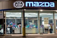 vancouver Канада - 9-ое января 2018: Логотип Mazda на фасаде официального офиса торговца Корпорация Mazda Motor японский автомоби Стоковая Фотография