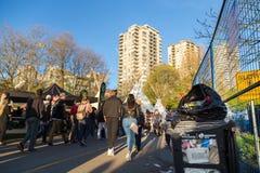 VANCOUVER, BC, CANADA - 20 APRIL, 2019: Huisvuil erachter verlaten door deelnemers van festival 420 in Vancouver royalty-vrije stock fotografie