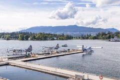 VANCOUVER, BC, CANADA - JUNI 06, 2016: De Otters van Dehavilland van de havenlucht in de Steenkoolhaven van Vancouver ` s royalty-vrije stock foto