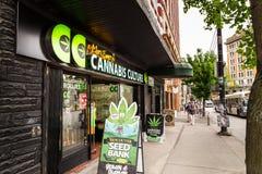 VANCOUVER, BC, CANADA - MEI 11, 2016: De opslag van de de Cannabiscultuur van Mark Emery ` s is één van de vele verkopers in het  royalty-vrije stock afbeelding