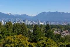 Vancouver BC miasta linia horyzontu od królowej Elizabeth parka w Kanada Obraz Stock