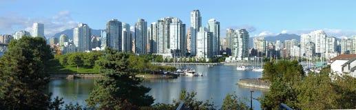 Vancouver-BC Skyline am falschen Nebenfluss. Stockfoto