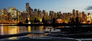 Vancouver BC stadshorisont och Deadmans ö arkivbild