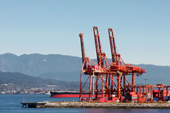 VANCOUVER, BRITISH COLUMBIA/CANADA - AUGUST 14 : Red cranes in V royalty free stock photos